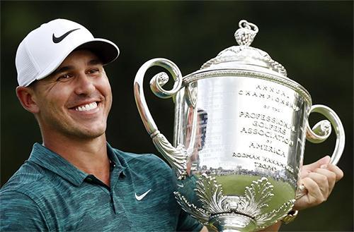 Koepka trở lại ngoạn mục trong sáu tháng cuối mùa giải, giành hai major và lần đầu trở thành Golfer hay nhất năm của PGA Tour. Ảnh: AP.