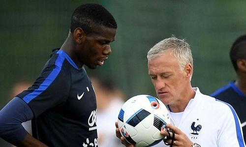 Deschamps cho rằng vấn đề của Pogba tại Man Utd không lớn như đồn đại. Ảnh: PA.