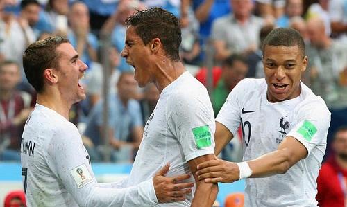 Griezmann, Varane và Mbappe, những cầu thủ Deschamps cho rằng xứng đáng giành Quả Bóng Vàng năm nay. Ảnh: EPA.
