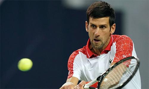 Djokovic (phải) chỉ thua một trong 29 trận, kể từ thất bại trước Cecchinato cách đây bốn tháng. Ảnh: AFP.