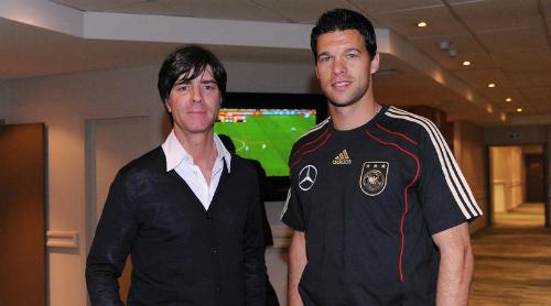 HLV Joachim Low và Ballack khi còn làm việc chung tại tuyển Đức. Ảnh:DBF.