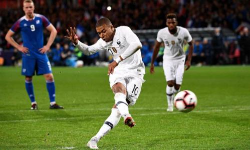 Mbappe thực hiện thành công quả phạt đền gỡ hòa 2-2. Ảnh:AFP,