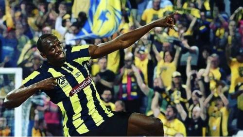 Bolt lần đầu lập cú đúp. Ảnh: CCM.