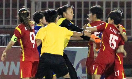Loạn đả cuối trận bán kết giải VĐQG bóng đá nữ