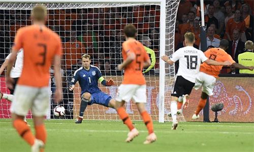 Đây là lần đầu tiên trong lịch sử Đức thua ba bàn cách biệt dưới tay Hà Lan.