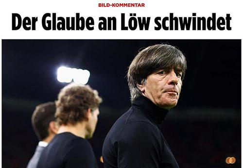 Nhiều tờ báo Đức kêu gọi sa thải Joachim Low. Ảnh: Bild.