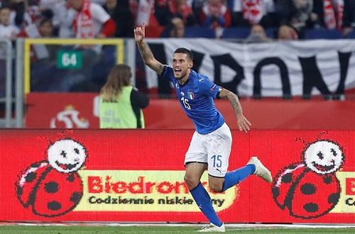 Biraghi mừng bàn thắng vào lưới Ba Lan. Ảnh: Reuters.