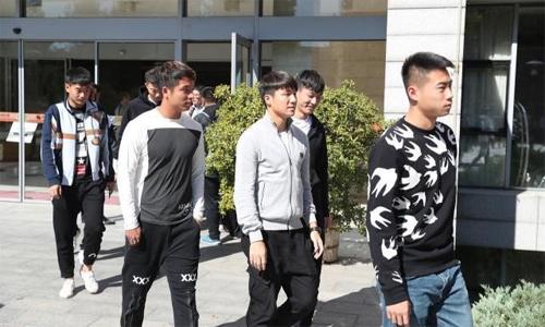 Các cầu thủ U25trình diện ở đại học thể thao Bắc Kinh để tham dự khóa học 4 ngày về tình đoàn kết trước khi bước vào những ngày đào tạo quân sự. Ảnh: Twitter.