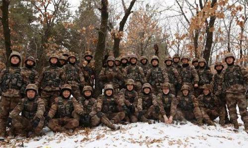 Các cầu thủ tham dự khóa đào tạo quân sự tại Thái An sẽ được hướng dẫn bởi một lực lượng đặc biệt của quân đội Trung Quốc. Ảnh: Sina.