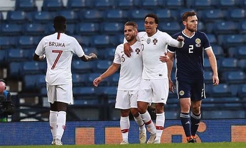 Bồ Đào Nha quá mạnh so với Scotland. Ảnh: Reuters