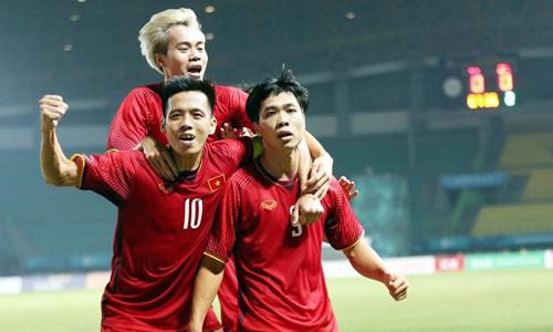 Văn Quyết: 'Chưa vội nghĩ tới Thái Lan ở AFF Cup'