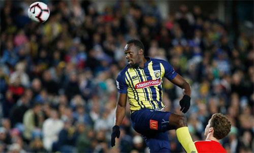 Bóng đá đòi hỏi nhiều thứ hơn so với điền kinh, nơi Bolt từng thống trị bằng khả năng tăng tốc. Ảnh: Reuters