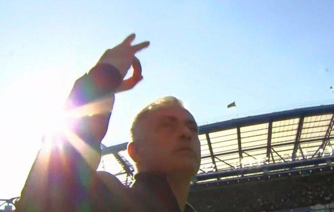 Mourinho nổi đoá vì trợ lý của Sarri khiêu khích ngay trước mặt