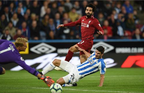 Tình huống ghi bàn của Salah. Ảnh:AFP.