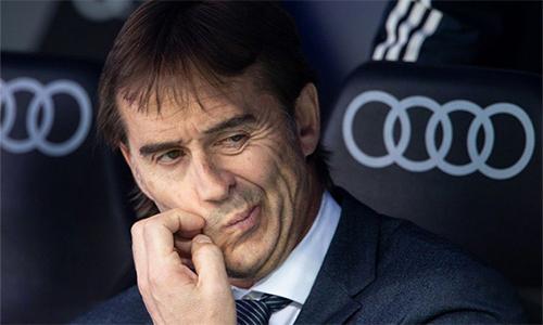 Lopetegui bất lực khi chứng kiến những trụ cột như Varane mắc sai lầm chí mạng, khiến Real bại trận trước Levante. Ảnh: beIn.
