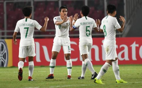 Các cầu thủ U19 Indonesia vùng dậy mạnh mẽ nhưng không đủ giúp họ có điểm khi bị dẫn quá sâu ở bảng tỷ số. Ảnh: AFC.