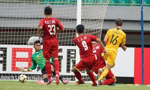 U19 Việt Nam chơi lép vế trước đối thủ vượt trội về đẳng cấp. Ảnh: Fox.