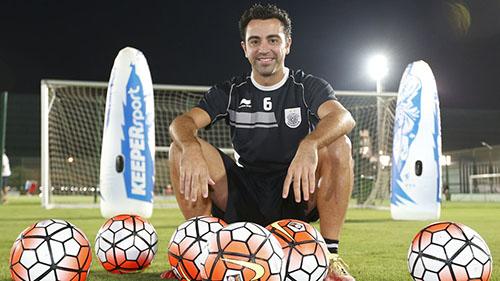 Xavi hiện chơi bóng ở Qatar, trong màu áo Al Sadd. Anh được chọn là một trong số những đại sứ được đất nước Ả-rập chọn để quảng bá cho vòng chung kết World Cup 2022. Ảnh: Reuters.