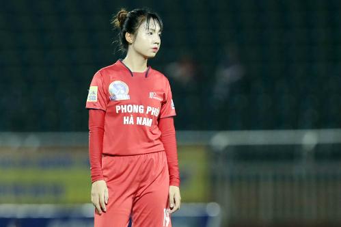 Trần Thị Duyên thi đấu trong trận chung kết giải bóng đá nữ VĐQG 2018. Ảnh: Đức Đồng.
