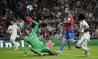 Real xua đi bóng ma khủng hoảng nhờ thắng lợi ở Champions League