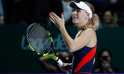 Wozniacki thắng trận đầu tiên tại WTA Finals 2018