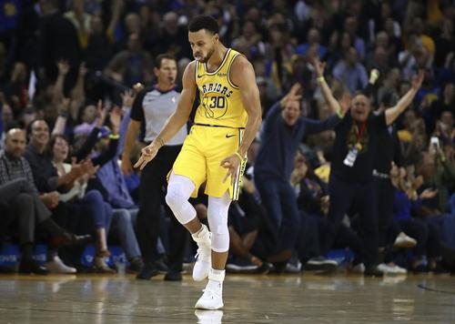 Stephen Curry đang là cầu thủ ghi điểm trung bình tốt thứ nhì mùa này, với 34,6 điểm mỗi trận. Ảnh: AP.