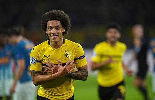 Tiền vệ người Bỉ dần khẳng định được vị trí của anh trong đội hình Dortmund, dù nhận nhiều hoài nghi khi mới đến hồi hè 2018. Ảnh: EPA.