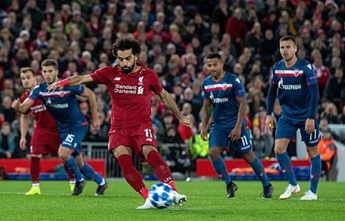 Bàn thứ 50 của Salah cho Liverpool được ghi trên chấm phạt đền. Ảnh: Reuters.
