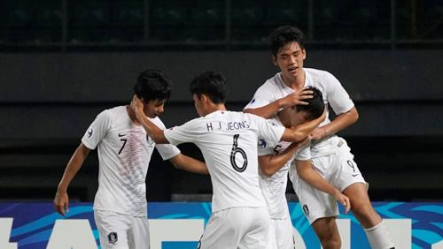Hàn Quốc, đội đang giữ kỷ lục vô địch tại giải U19 châu Á với 12 lần đăng quang, gặp rất nhiều khó khăn khi đối đầu Việt Nam.