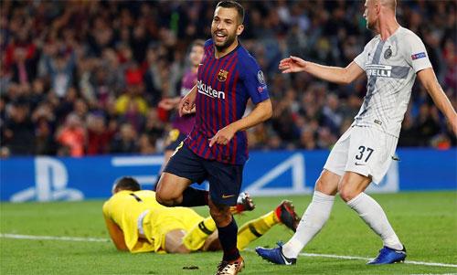 Alba ghi bàn thắng quan trọng cho Barca.