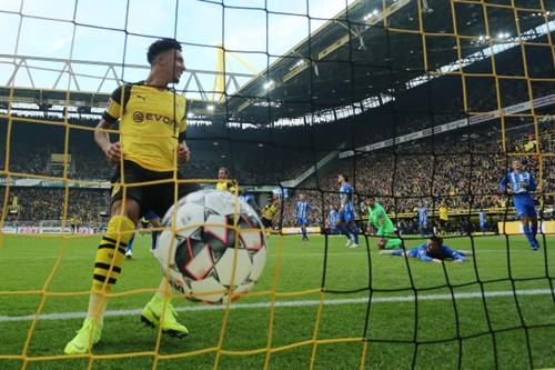 Sancho lập cú đúp nhưng không thể giúp Dortmund giành trọn ba điểm. Ảnh: Reuters.