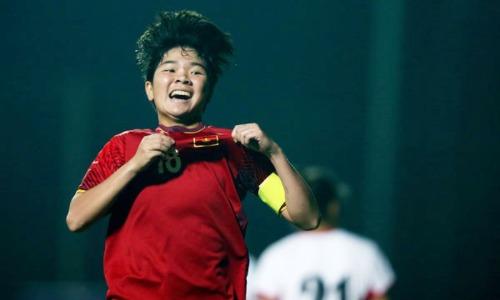 Tuyết Ngân lập công lớn giúp U19 nữ Việt Nam đoạt ngôi nhất bảng. Ảnh: VFF.
