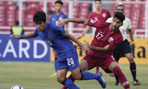 Thái Lan (áo xanh) đánh rơi cơ hội vàng ở những phút cuối trận. Ảnh: AFC.