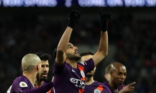 Mahrez gửi bàn thắng cho ông Vichai. Ảnh:AFP.