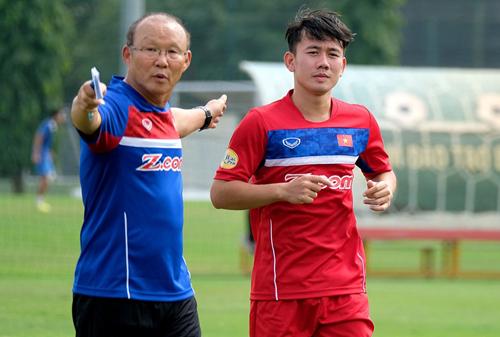 Minh Vương (phải) được đánh giá cao nhưng khá lận đận trong sự nghiệp thi đấu quốc tế.