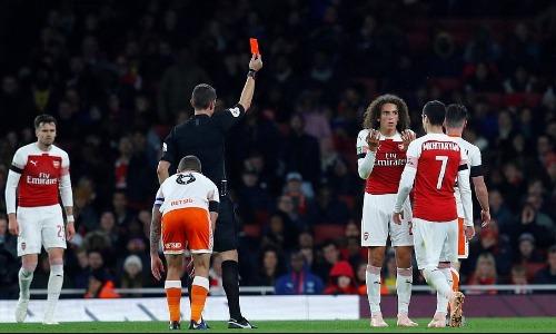 Thẻ đỏ của Guendouzi khiến Arsenal gặp khó khăn trong suốt 35 phút còn lại.