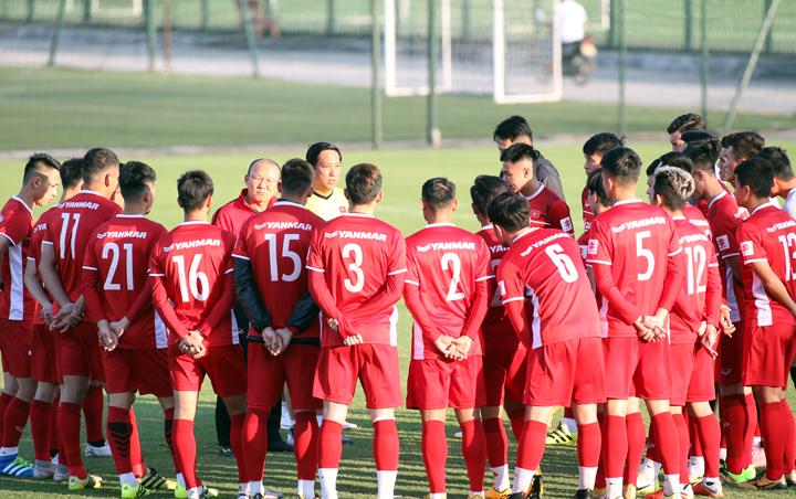 Chiều 1/11, tuyển Việt Nam ra sân tập buổi đầu tiên sau khi trở về từ chuyến tập huấn tại Hàn Quốc.