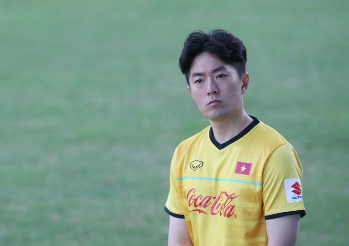Chung Kyu-jin là trợ lý ngôn ngữ thứ hai của HLV Park Hang-seo trong tuyển Việt Nam hiện tại.