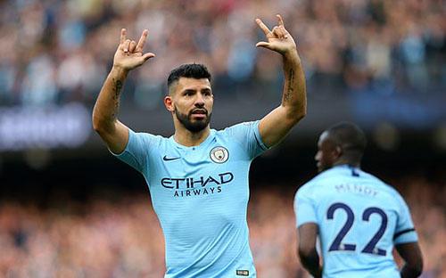 Aguero mừng bàn thắng thứ 150 cho Man City tại Ngoại hạng Anh. Ảnh: EPA.