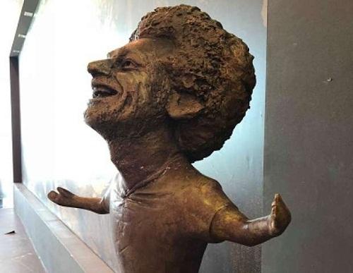 Bức tượng của Salah bị một số người đánh giá là xấu hơn của Ronaldo. Ảnh: Twitter.