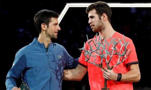 Khachanov có danh hi?u Masters 1000 ??u tiên khi v??t qua Djokovic. ?nh: Reuters.
