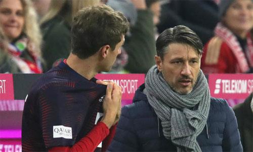 Kovac cho Muller khởi đầu trên ghế dự bị trong trận hòa Freiburg ngay trên sân nhà. Ảnh: Reuters