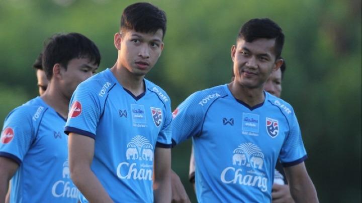 Kesarat (giữa) là một trong ba tuyển thủ Thái Lan ở AFF Cup 2018 từng dự giải năm 2016. Ảnh: SS.