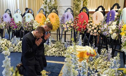 Các cầu thủ Leicester vào chùa cầu nguyện cho ông Vichai