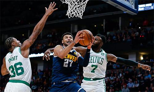 Jamal Murray (giữa)tỏa sáng trong màn ngược dòng ấn tượng của Nuggets. Ảnh: USA Today.