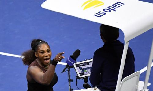 Hình ảnh phản cảm của Serena với trọng tài điều khiển trận chung kết đơn nữ Mỹ Mở rộng 2018. Ảnh: USA Today.