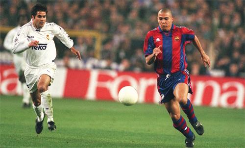 Ronaldo Nazario(phải) từng là một ngôi sao sáng của Barca. Ảnh: Reuters