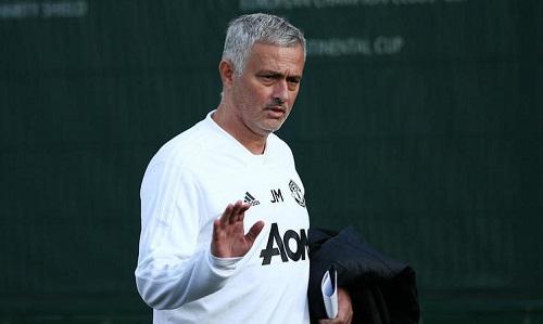 Mourinho đối mặt với một mùa giải thất bại sau khởi đầu không tốt với Man Utd. Ảnh: Reuters.