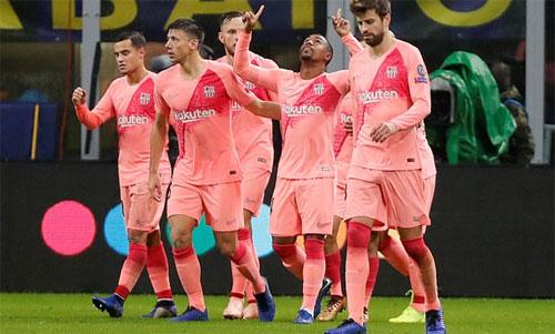 Malcom có bàn đầu tiên cho Barca.