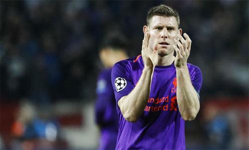 Liverpool c?a Milner hi?n ch? x?p th? hai ? b?ng C, sau Napoli, và ch? h?n PSG m?t ?i?m. ?nh: Reuters